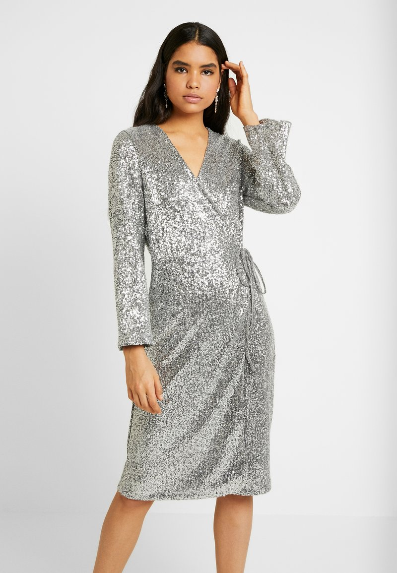 Monki - SANDRA DRESS - Cocktailklänning - silver