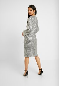 Monki - SANDRA DRESS - Cocktailklänning - silver - 3