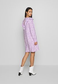 Monki - SARY DRESS - Korte jurk - lilac and white flowers - 2