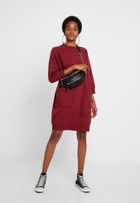 Monki - YING DRESS - Vapaa-ajan mekko - red - 2