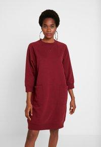 Monki - YING DRESS - Vapaa-ajan mekko - red - 0