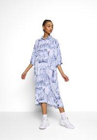 Monki - BEA DRESS - Košilové šaty - blue dark - 1