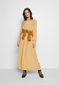 Monki - CARIE DRESS - Maxi-jurk - beige - 1