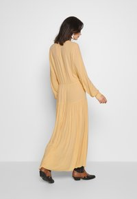 Monki - CARIE DRESS - Maxi-jurk - beige - 3