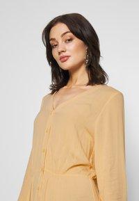 Monki - CARIE DRESS - Maxi-jurk - beige - 0