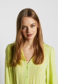 Monki - CARIE DRESS - Maxi-jurk - green light - 3