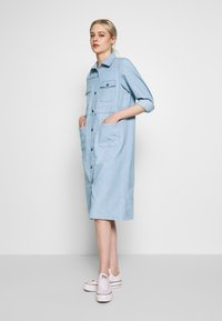 Monki - JAMIE DRESS - Dongerikjole - light blue