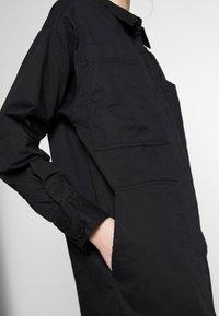 Monki - JAY POCKET DRESS - Skjortekjole - black - 3