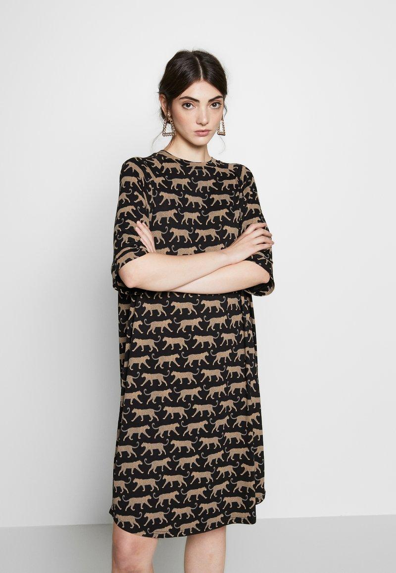 Monki - RIKA DRESS - Jersey dress - brown