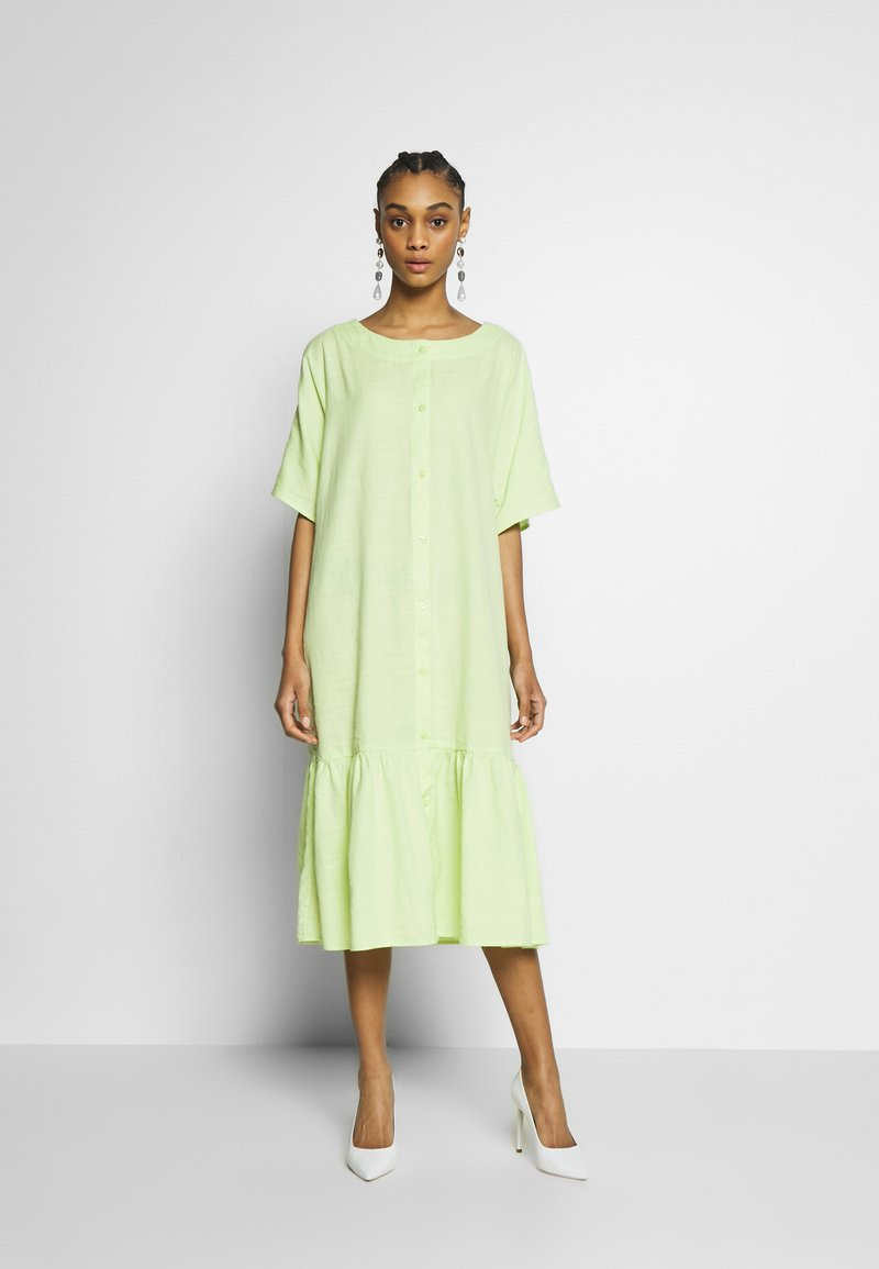 Monki - SAFIRA DRESS - Skjortekjole - light green