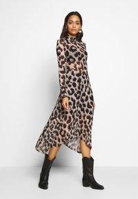 Monki - CECILIA DRESS - Maxi-jurk - beige - 0