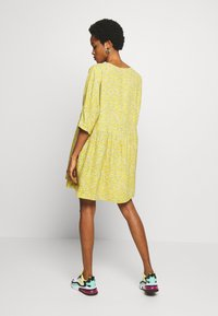 Monki - WENDELA  - Vestito estivo - yellow medium - 2