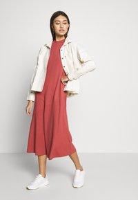 Monki - HALLEY DRESS - Jerseykjole - rust - 1