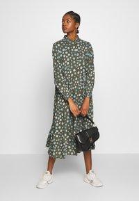 Monki - PEARL DRESS - Skjortekjole - khaki/blue - 1