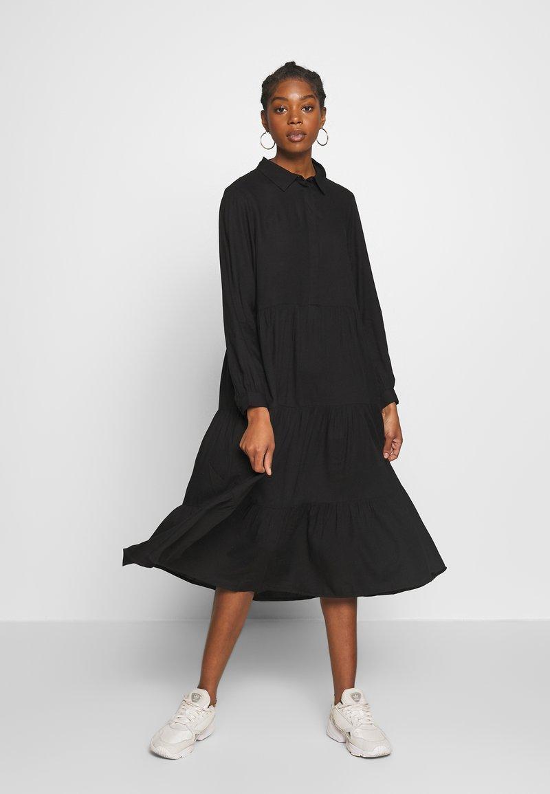 Monki - PEARL DRESS - Skjortekjole - black dark unique