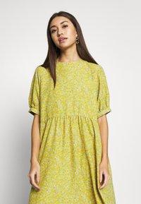 Monki - THORA DRESS - Hverdagskjoler - yellow - 3
