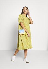 Monki - THORA DRESS - Hverdagskjoler - yellow - 1