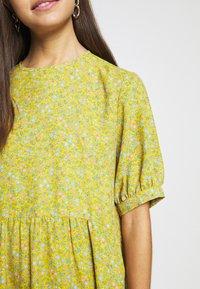 Monki - THORA DRESS - Hverdagskjoler - yellow - 5