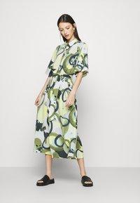 Monki - ADRIANA DRESS - Skjortekjole - khaki - 0