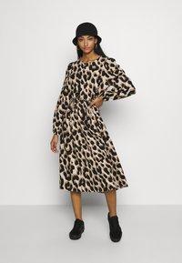 Monki - MALLAN DRESS - Robe d'été - beige - 1