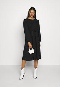 Monki - MALLAN DRESS - Kjole - black solid - 1