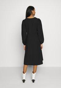 Monki - MALLAN DRESS - Kjole - black solid - 2