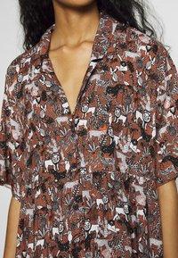Monki - NELLY DRESS - Košilové šaty - light brown - 6