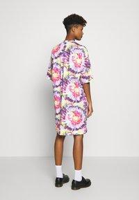 Monki - SANDRA DRESS - Jerseykjole - white tie dye - 2