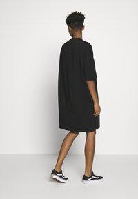 Monki - SANDRA DRESS - Jerseykjole - black solid - 2