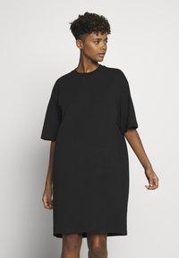 Monki - SANDRA DRESS - Jerseykjole - black solid - 0