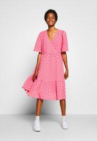 Monki - SANDY DRESS - Kjole - pink medium - 0