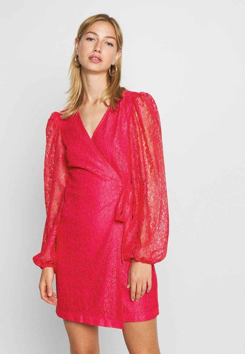 Monki - AMY DRESS - Cocktailklänning - pink