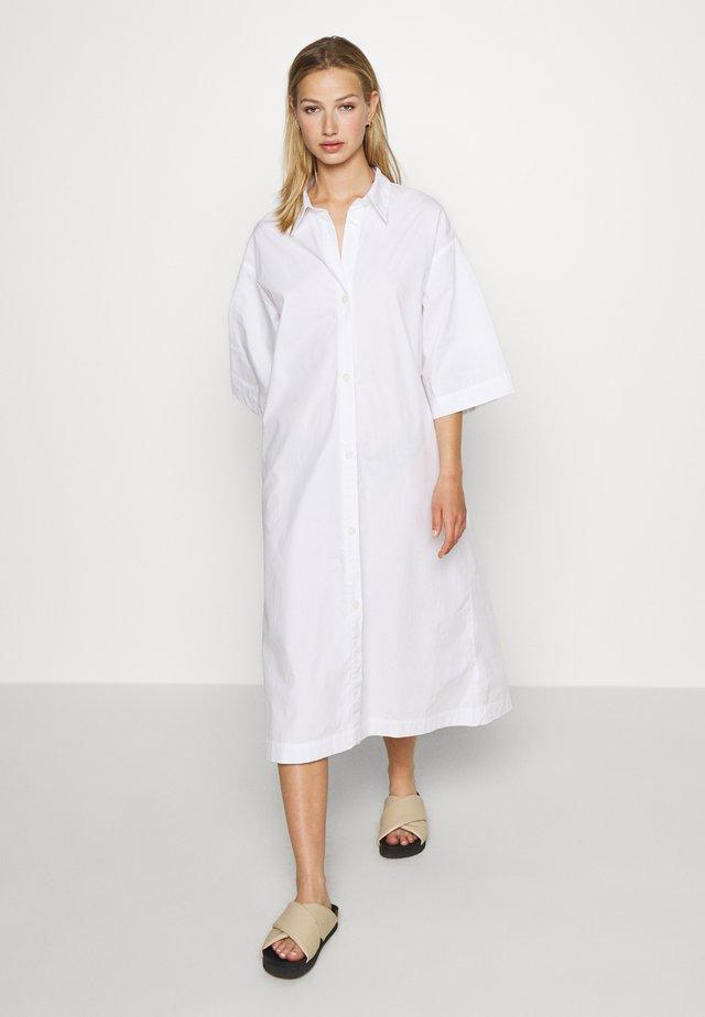 ELIN DRESS - Sukienka koszulowa - white