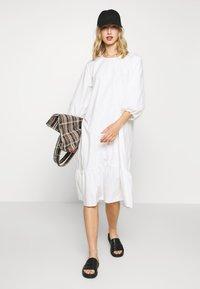 Monki - JULY DRESS - Korte jurk - white - 1