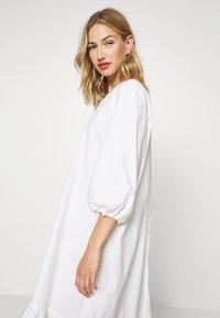 Monki - JULY DRESS - Korte jurk - white - 4
