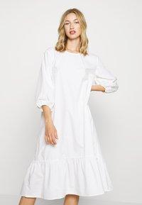 Monki - JULY DRESS - Korte jurk - white - 2
