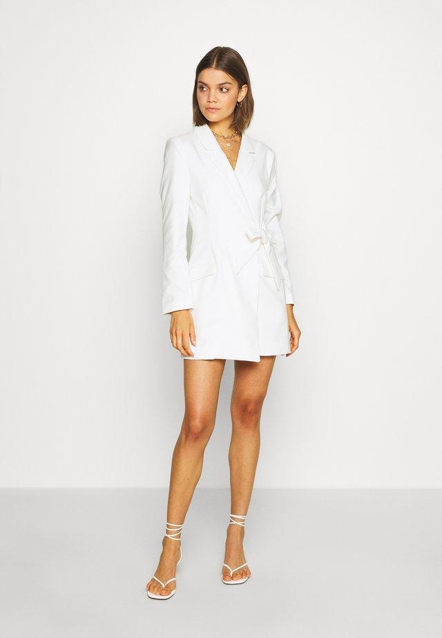 KAREN DRESS - Etuikleid - white