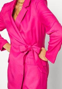 Monki - KAREN DRESS - Pouzdrové šaty - pink - 5