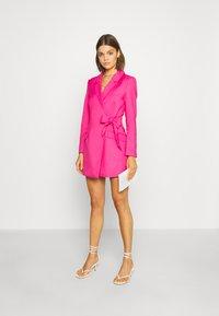 Monki - KAREN DRESS - Pouzdrové šaty - pink - 1