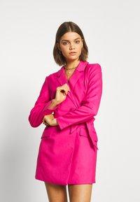 Monki - KAREN DRESS - Pouzdrové šaty - pink - 3