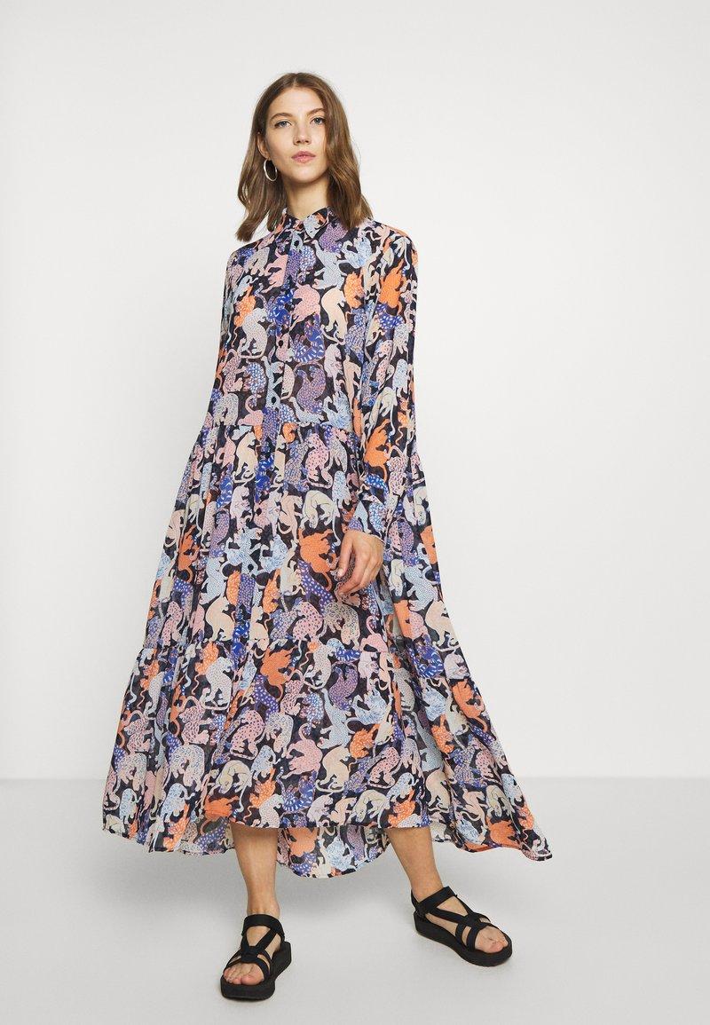 Monki - COLLINA DRESS - Košilové šaty - blue