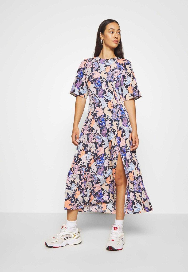 Monki - ANAYA DRESS - Korte jurk - blue dark