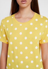 Monki - SIMBA TEE 2 PACK - T-shirt print - senorita yellow - 6