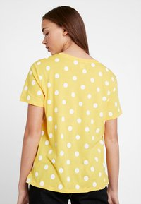 Monki - SIMBA TEE 2 PACK - T-shirt print - senorita yellow - 2