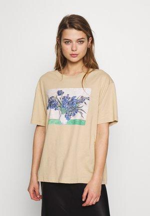 TOVI TEE - Printtipaita - beige