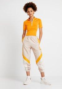 Monki - EZRA - T-shirts print - orange/white - 1