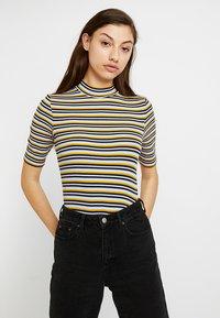 Monki - SABRINA 2 PACK - T-shirts med print - spring - 0