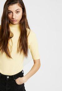 Monki - SABRINA 2 PACK - T-shirts med print - spring - 3