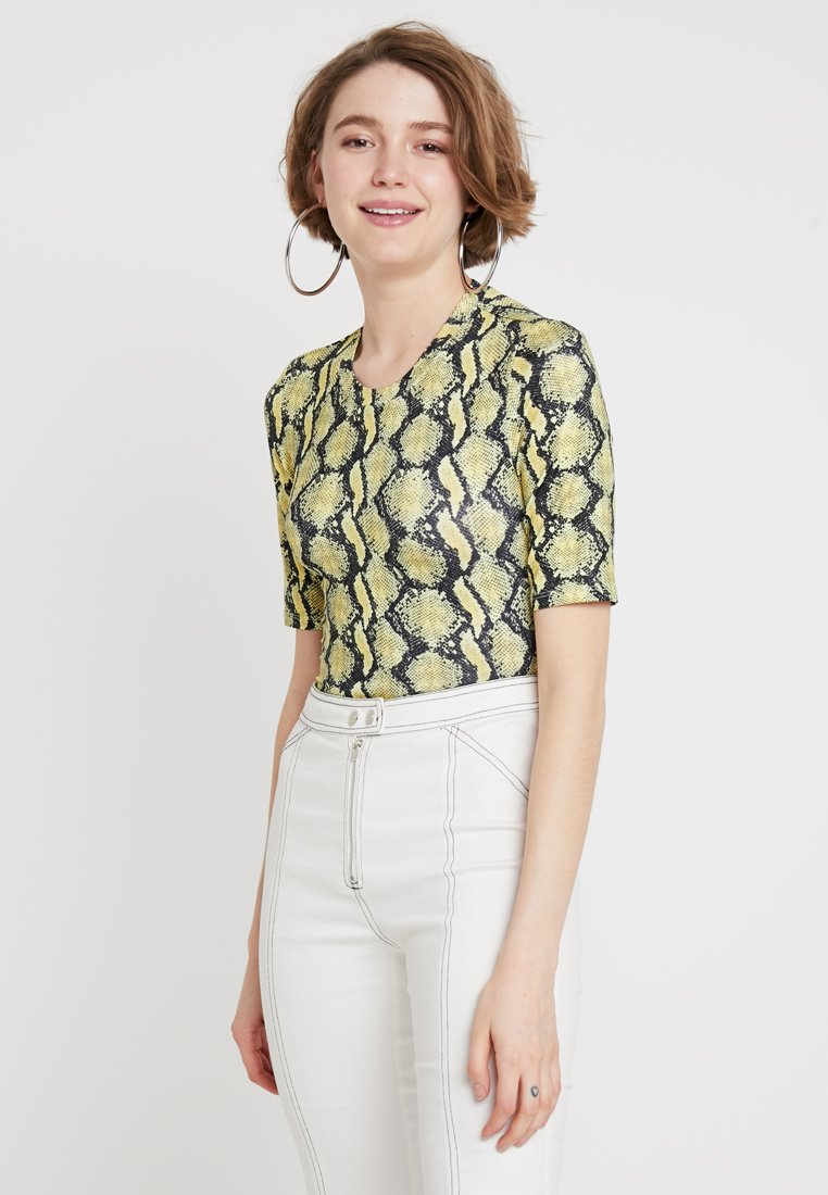 Monki - JOSEFIN - Print T-shirt - yellow