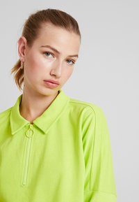 Monki - DOLLY - Topper langermet - lime green - 3